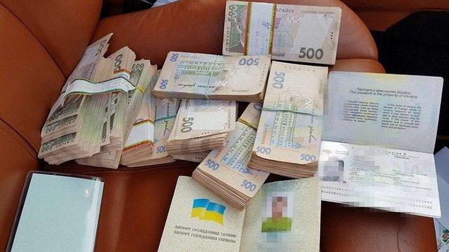 На Київщині СБУ викрила майстерню з виготовлення фальшивих документів