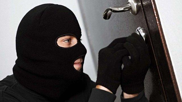Київська безробітна заявила про крадіжку мільйона доларів