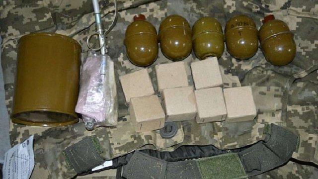 Житель Донеччини намагався відправити до Коломиї гранати і сигнальні ракети службою доставки