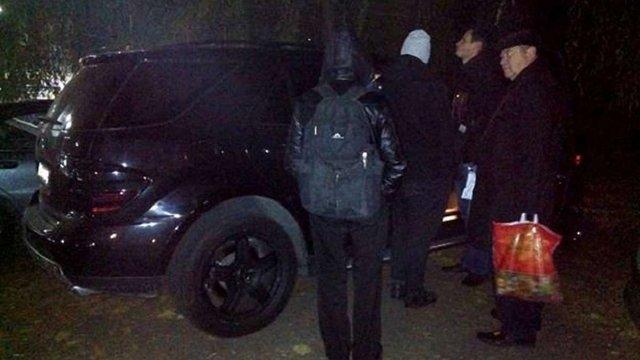 Масова бійка в київському кафе закінчилася стріляниною, є поранені