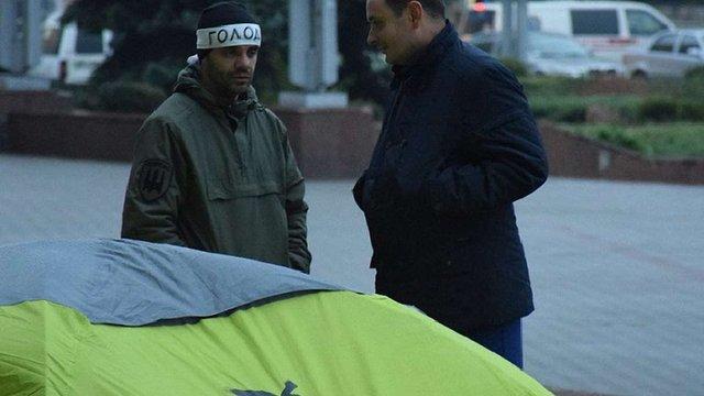В Івано-Франківську влада готова викупити спорткомплекс, через який голодує учасник АТО