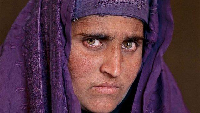 У Пакистані арештували відому з обкладинки National Geographic афганську біженку