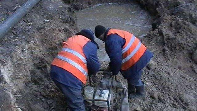 В центрі Полтави прорвало збудований 90 років тому каналізаційний колектор
