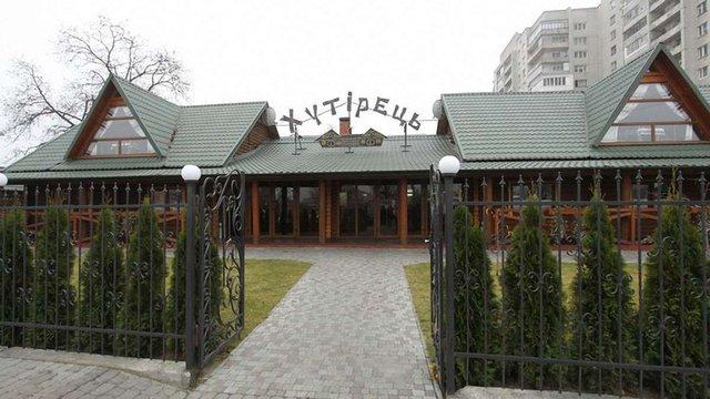 У Львові демонтують незаконно збудований ресторан на Хуторівці