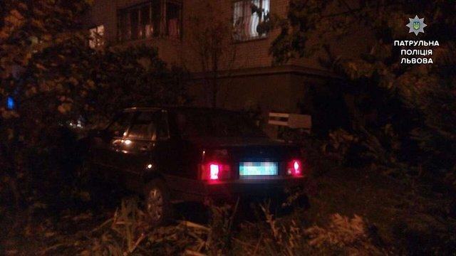 У Львові п'яний водій-підліток намагався втекти після скоєної ДТП