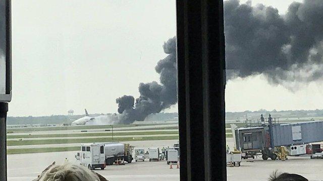 В аеропорту Чикаго під час злету загорівся пасажирський літак