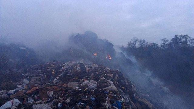 На Полтавщині другий день поспіль намагаються ліквідувати пожежу на сміттєзвалищі