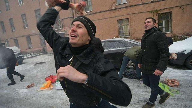 Українське консульство в Санкт-Петербурзі закидали кістками