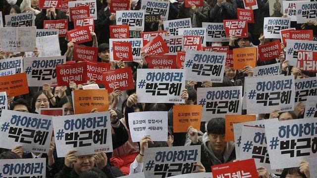 Десятки тисяч людей вийшли на антипрезидентський мітинг у Південній Кореї