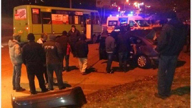 В Харкові внаслідок зіткнення маршрутки і легковика загинули троє людей