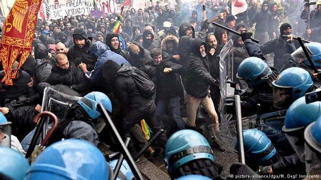 На антиурядовій демонстрації в Італії протестувальники поранили трьох поліцейських
