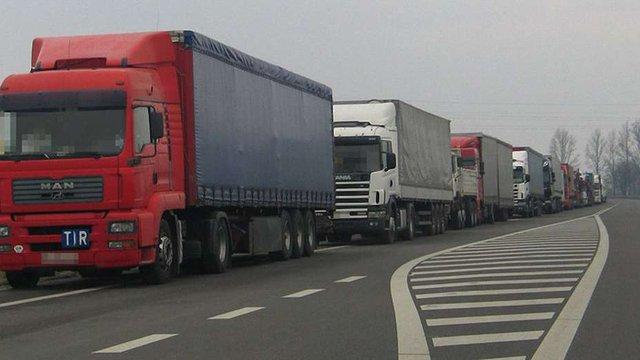 Польські митники обіцяють врегулювати ситуацію з чергами на кордоні за два дні