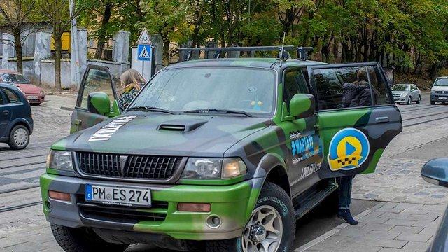 У грудні у Києві і Львові знову курсуватиме «військове таксі» для збору коштів на АТО