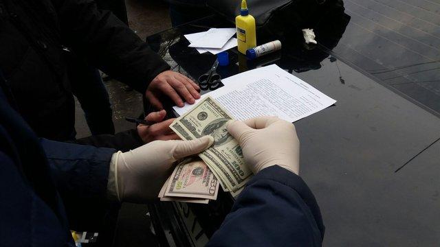 У Львові СБУ затримала на хабарі працівника виконавчої служби
