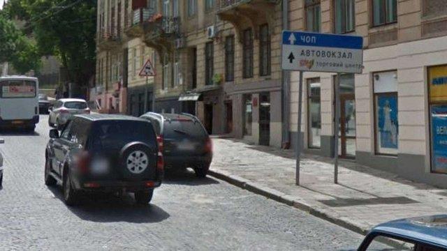 У Львові демонтували 660 схожих на дорожні знаки рекламних конструкцій