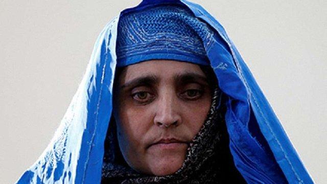 З Пакистану депортували біженку, відому з обкладинки National Geographic