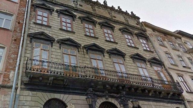 На будинку Корнякта у Львові укріпили аварійні скульптури