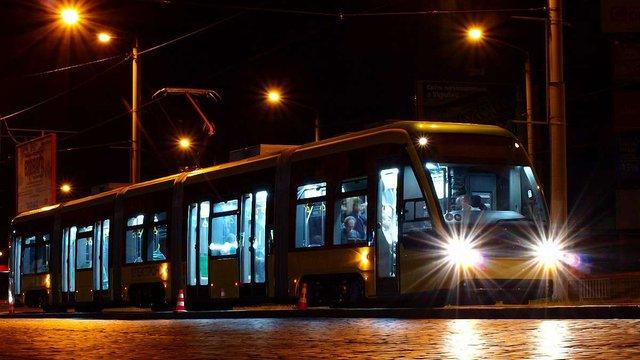 На вихідних громадський транспорт у Львові курсуватиме до опівночі