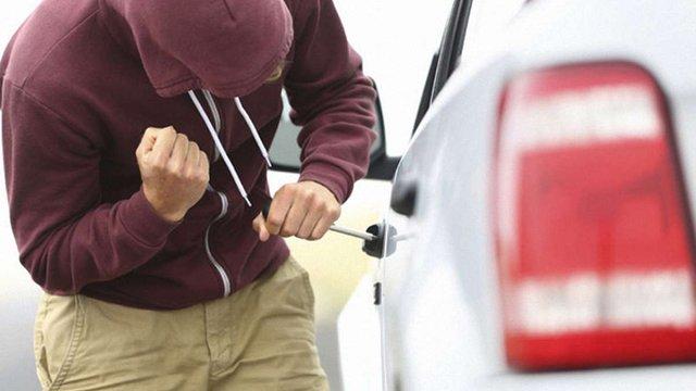 У Львові затримали злодія, який крав речі з авто