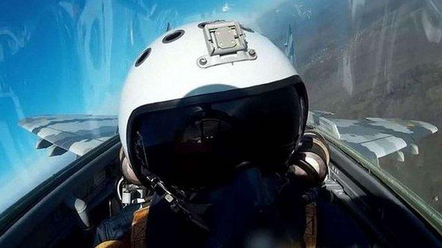 Пілот показав вид на Прикарпаття з кабіни модернізованого винищувача