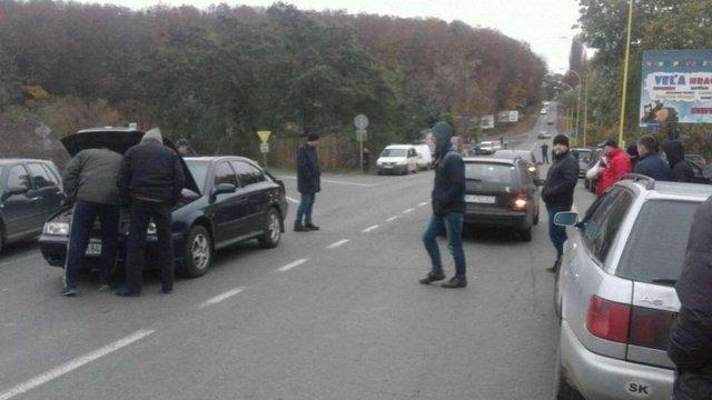 На Закарпатті продовжують блокувати пункти пропуску на кордоні з Румунією і Словаччиною