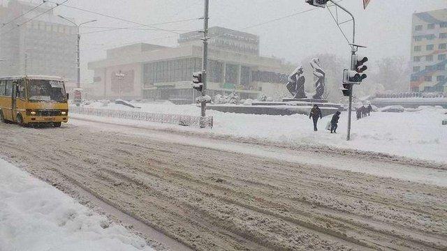 Через снігопади в Івано-Франківській області скасували навчання у школах