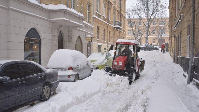 Опівночі у Львові снігоочисна техніка знову  виїде на прибирання