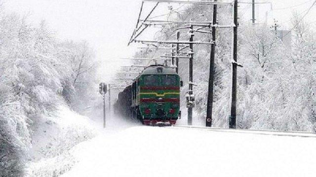 В Україні через снігопади затримуються близько 30 поїздів