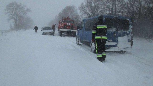 На Хмельниччині за добу випала двомісячна норма опадів, із заметів врятували 228 осіб