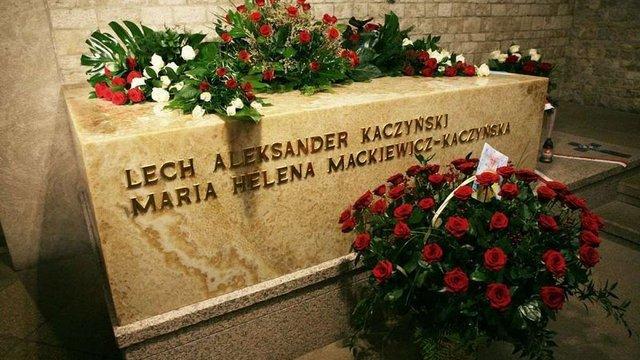 У Кракові провели ексгумацію останків президентського подружжя Качинських