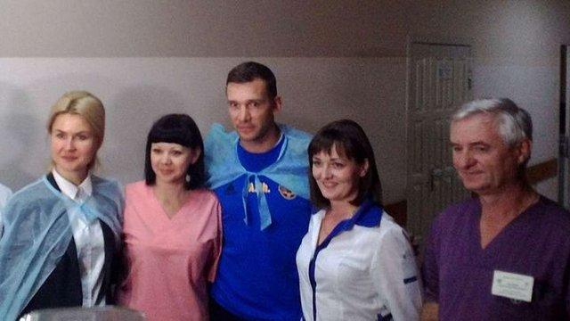 Андрій Шевченко разом із гравцями збірної відвідав воїнів АТО у Харкові