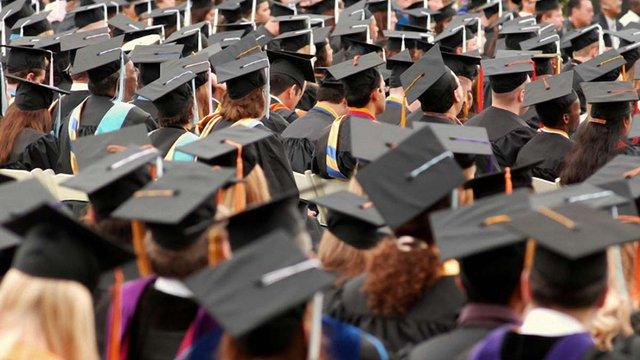 Президент підписав закон про працевлаштування випускників вишів