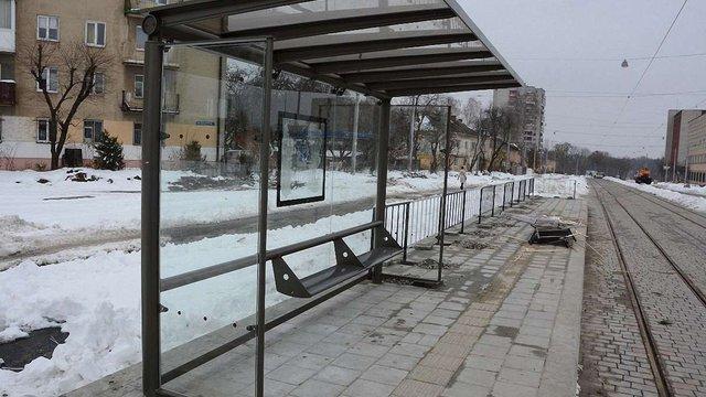 Вандали пошкодили три нові зупинки вздовж трамвайного маршруту на Сихів