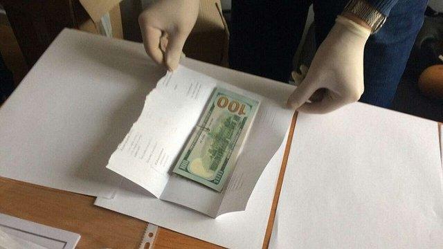 У Хмельницькому затримали зловмисників, які вимагали гроші в інтересах посадовців ДАБІ