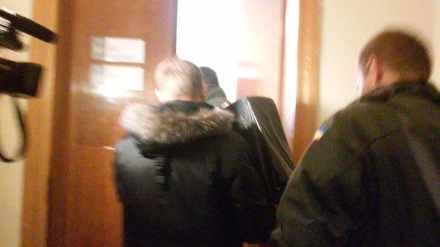 Слідчі СБУ винесли з кабінету заступника мера Львова кілька пакетів з документами