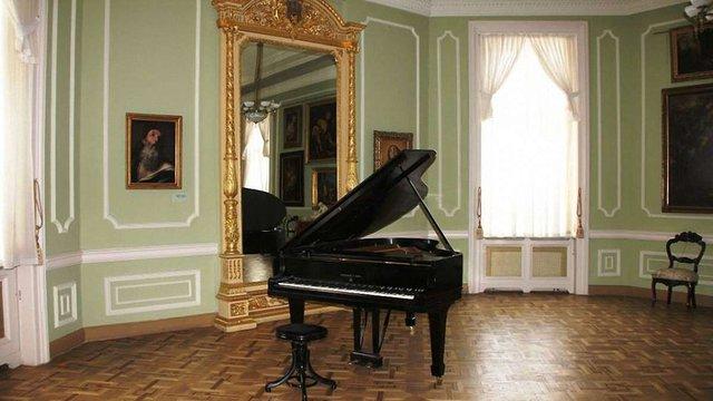 Львівська галерея мистецтв отримала унікальний рояль