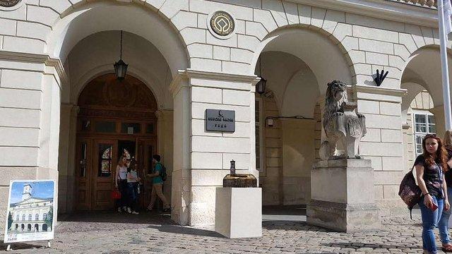 На площі Ринок встановлять бронзовий макет Львівської ратуші