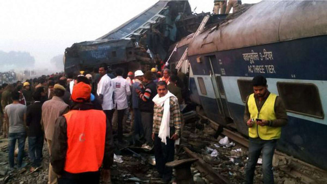 У масштабній залізничній катастрофі в Індії загинули майже 100 людей