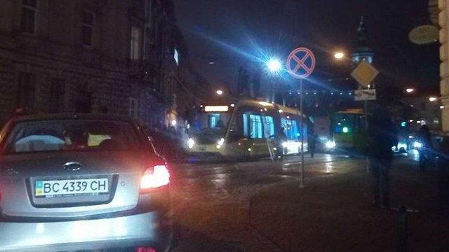 У центрі Львова через відсутність струму зупинився весь електротранспорт