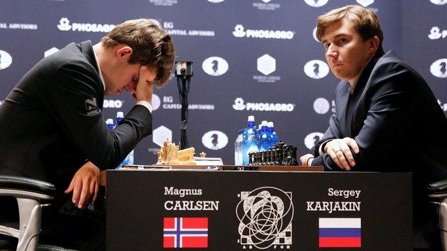 Російський шахіст здобув першу перемогу у матчі за шахову корону світу