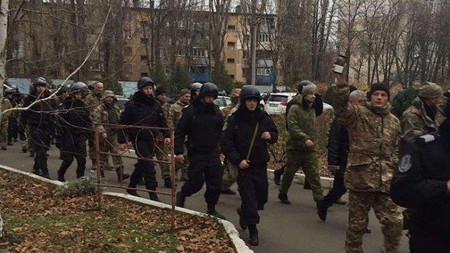В Одеській митниці 20 осіб у камуфляжі влаштували погром