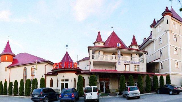 У Кам'янці-Подільському зупинили роботу ресторану, де сталося масове харчове отруєння