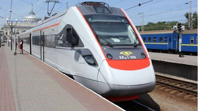 З 11 грудня швидкісний потяг Київ-Тернопіль курсуватиме до Львова
