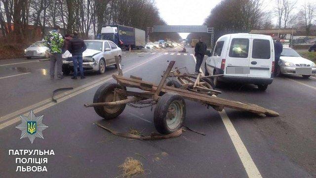 Через фірмана на трасі біля Львова у ДТП потрапили три автомобілі