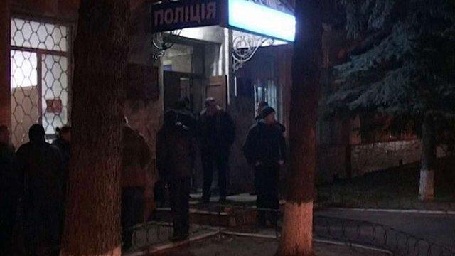 У Києві чоловік намагався підпалити будівлю управління поліції