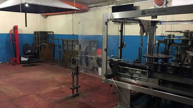 На Донеччині знайшли завод з виготовлення сурогатної горілки