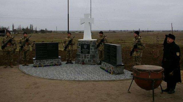 На Херсонщині відкрили пам'ятник кримчанам, які загинули в боях за Україну