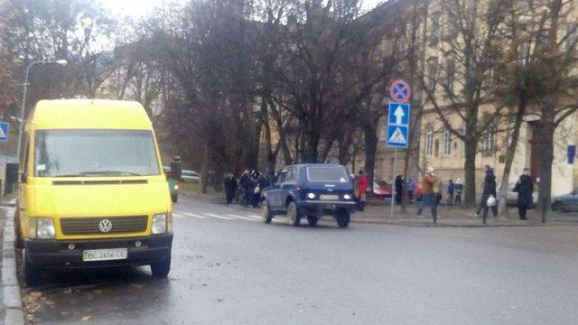 На вул. Винниченка в центрі Львова почала діяти нова схема руху транспорту