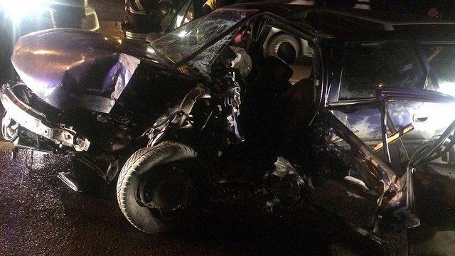 На перехресті у Львові водій не впорався з керуванням і в'їхав в електроопору