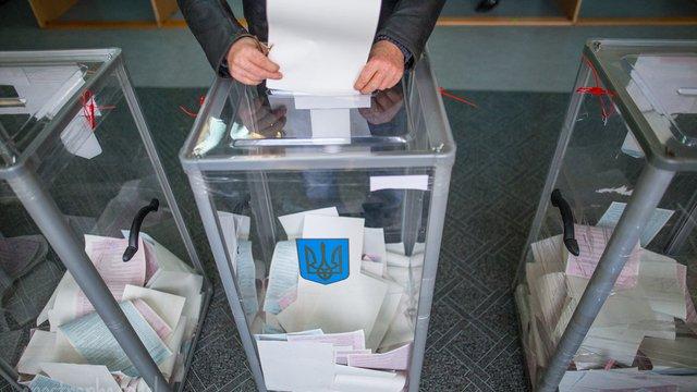 Дострокові вибори президента і парламенту підтримують менше половини українців
